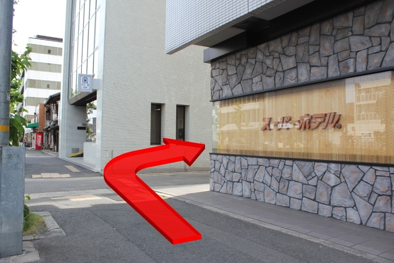 京都御宿禅に向けて烏丸通を曲がる方向