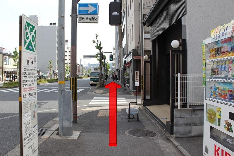 京都御宿禅に向けて烏丸通を進む方向