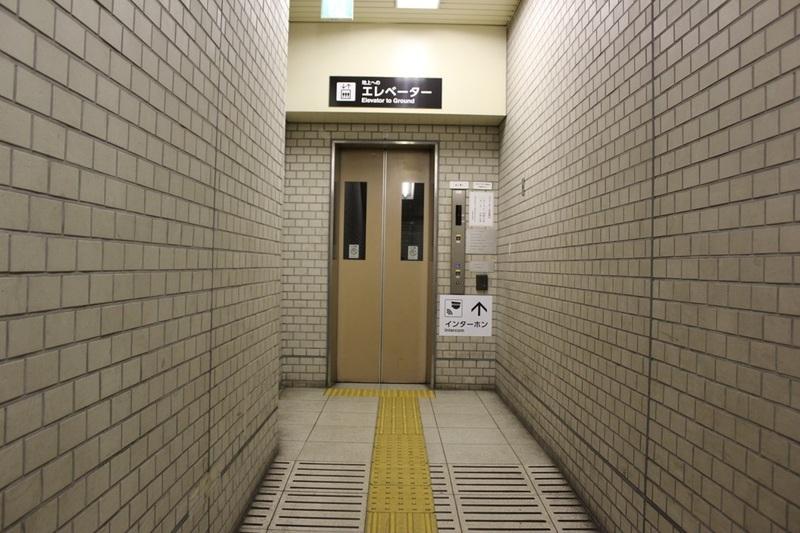 市営地下鉄五条駅6番出口のエレベーター