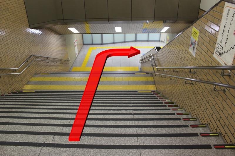 新幹線八条東口への階段