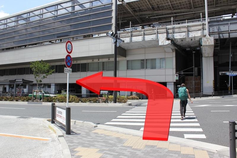竹田街道八条交差点を渡って進む方向