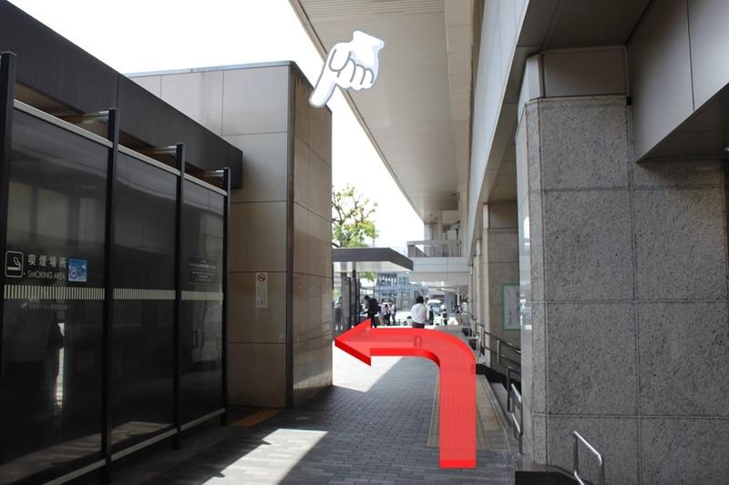 地下自由通路へのエレベーターに向けて