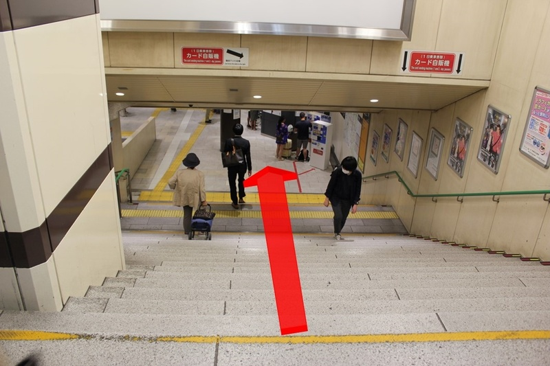 地下自由通路への階段